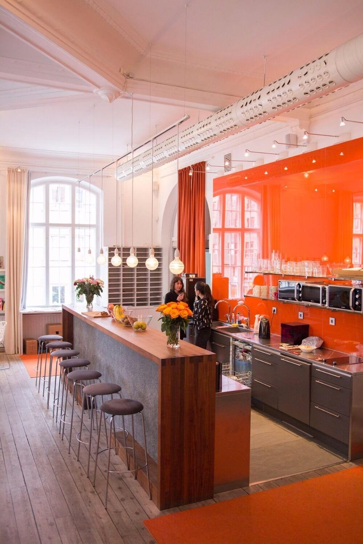 Köket hos ÅWL är färggrant och fräscht.